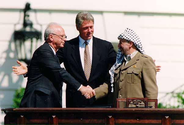 Bill_Clinton_Yitzhak_Rabin_Yasser_Arafat_at_the_White_House_1993-09-13