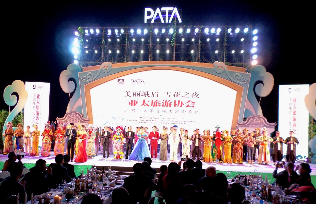 The star performers at the welcome dinner hosted by the Leshan and Sichuan Province government authorities and tourism bodies.