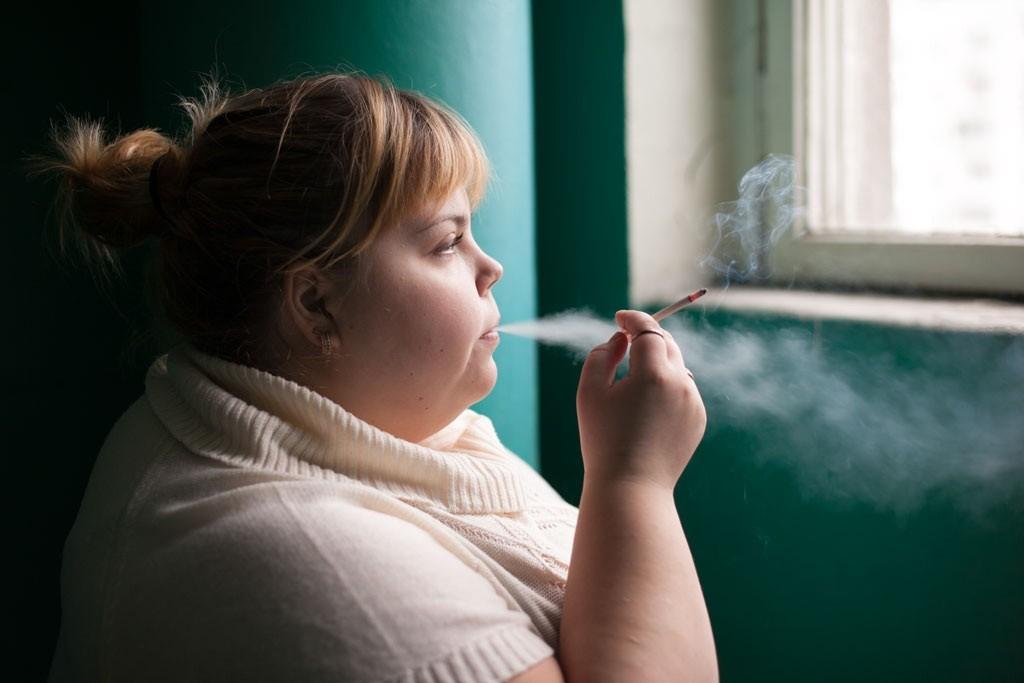 woman-smokes_Russia_WHO_052070.orig