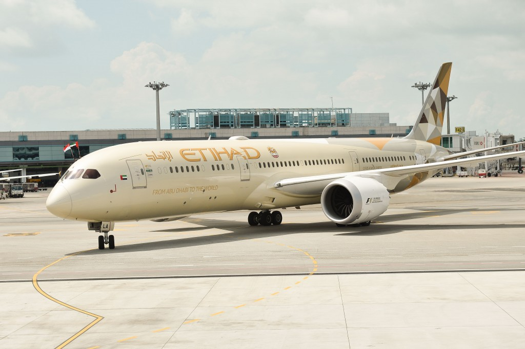 Etihad Airways B789_A6-BLA on arrival at Changi