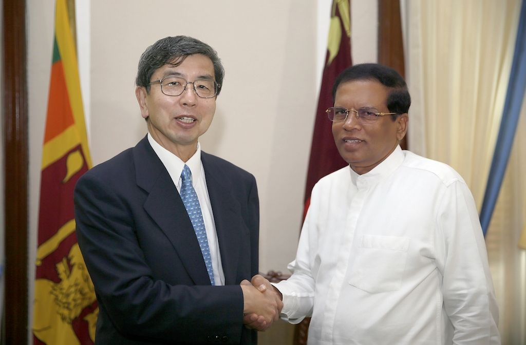 ADB President Takehiko Nakao (left) and Sri Lanka President Maithripala Sirisena (right).