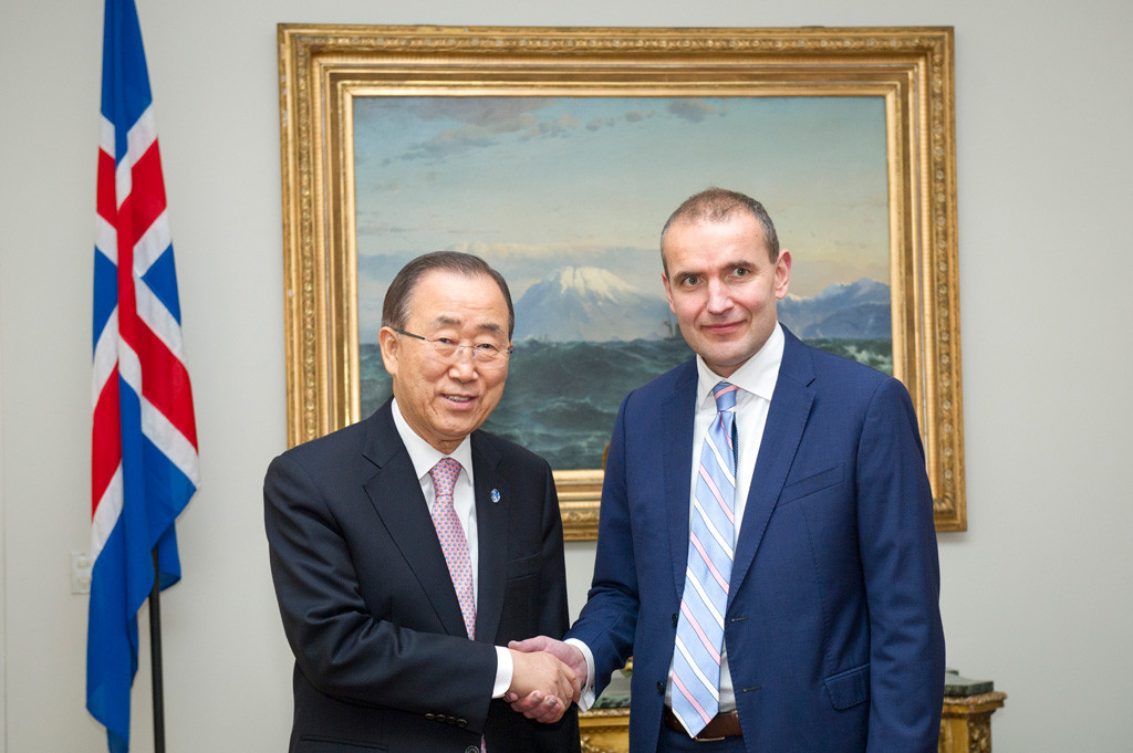 Secretary-General Ban Ki-moon (left) meets with President Guðni Thorlacius Jóhannesson of Iceland. UN Photo/Rick Bajornas